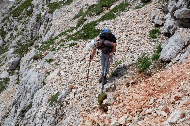 Finding a safe way down to the marked trail from Križ to Stenar.
