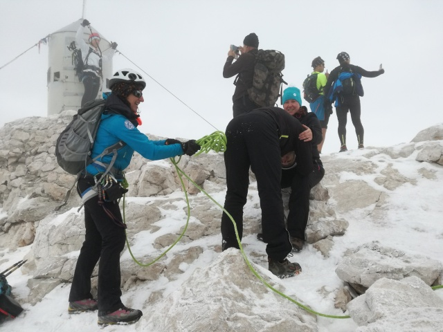 Just a normal scene at the top of Triglav. Someone posing at the Aljaž tower, two taking a selfie, women hitting men on their behinds, nothing unusual on that side.